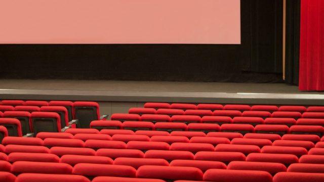 映画館で暇つぶし